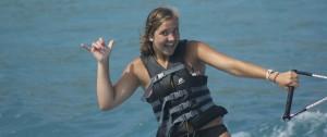 Kids waterskiing