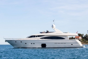MY Piola is offering a €7000 discount for Greece Yacht Charters in September